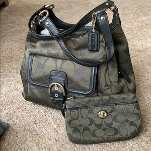 Gorgeous COACH shoulder bag w/wristlet